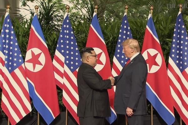 Ngày 12/6 đi vào lịch sử với dấu mốc cuộc gặp trực tiếp đầu tiên giữa lãnh đạo hai nước Mỹ - Triều.