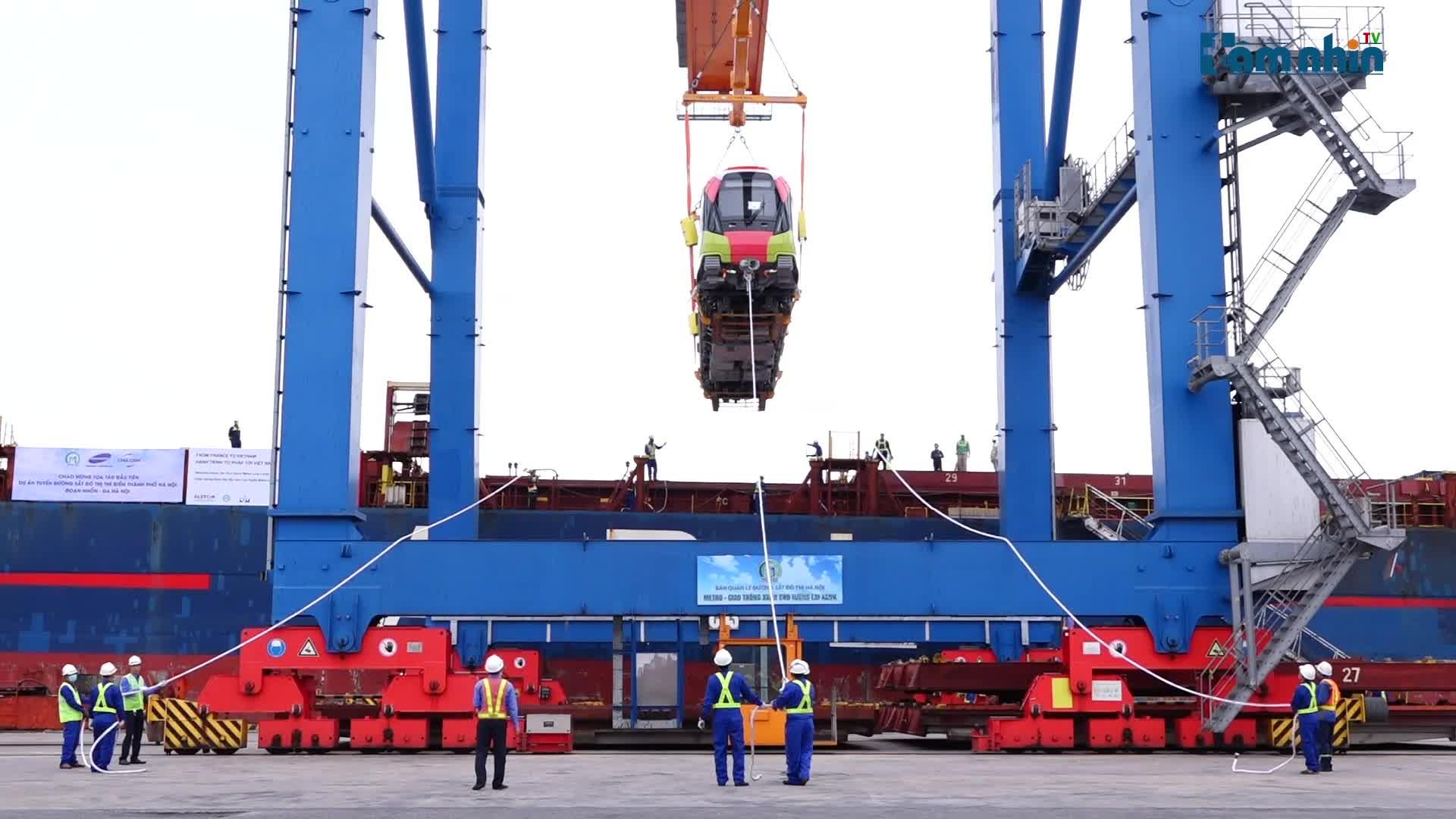 Cận cảnh tàu metro đầu tiên của Hà Nội chuẩn bị đưa vào lắp ráp chạy thử